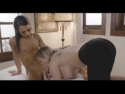 Khloe Kay huge cock shemale fucks girl