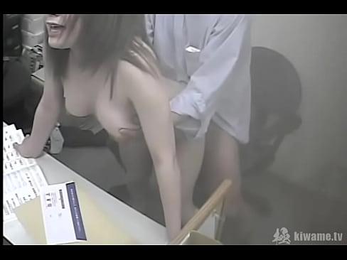 盗撮!会社で社長とSEXする新人巨乳OLさん! - XVIDEOS.COM