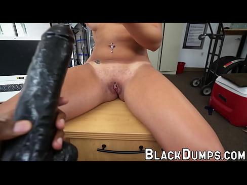 latina saugen riesigen schwarzen schwanz