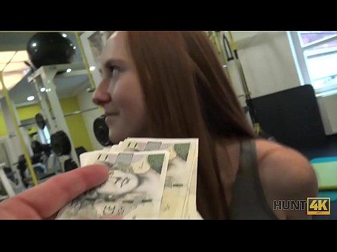 HUNT4K. Bargeld aus der Tasche des Jägers ist hübsch genug, um Linda Sweet zu kaufen