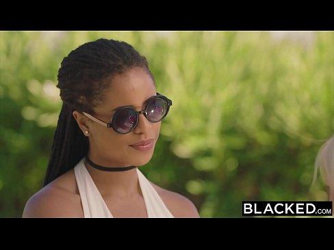 Romanca Blonda Il Fute Pe Iubitul Negru Al Unei Vecine