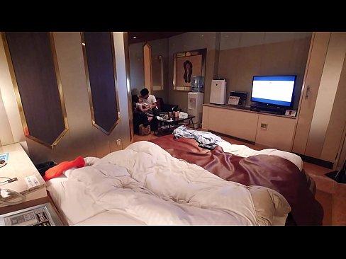 やらせなし完全リアル【個人撮影】【隠し撮り】 34歳人妻 神戸美人 若い男との濃厚接吻 浮気密会 昼のラブホテル