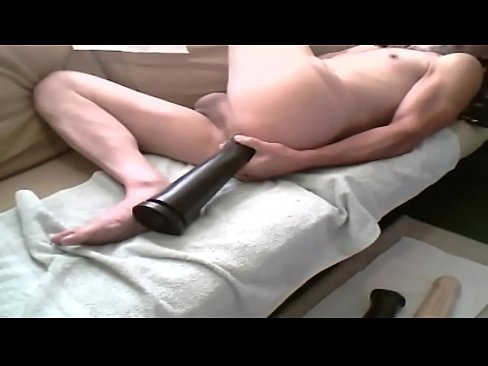 boy push fingers in her pussy
