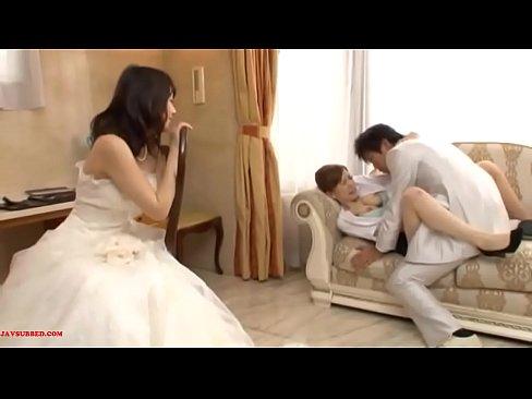 Man seks met bruidsmeisje mooi in de voorkant van zijn vrouw