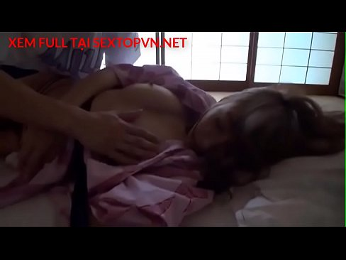 Em gái vú bự đang ngủ mà bị đụ tơi tả