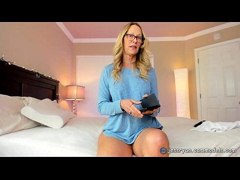Milf feet tease Foot Tease Sexy Milf Feet And Toes Xvideos Com