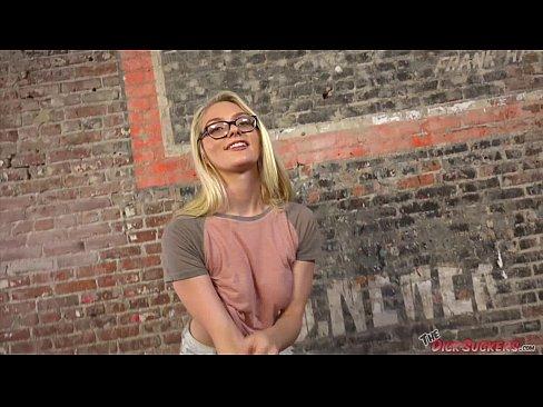 Alli Rae deepthroats a big dick