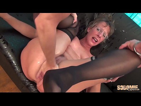 Mature Cougar Anal Squirt