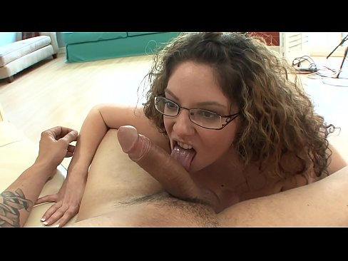 Filthy MILF bitch Kiki D'aire gives a cock sucking before getting pussy rammed