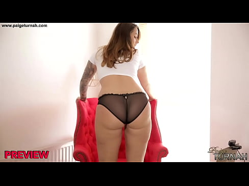 big ass Paige Turnah Masturbates pussy onto her knickers for a fan