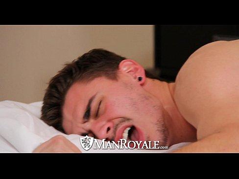 ManRoyale - Nine Incher Tommy Defendi Pounds Asher