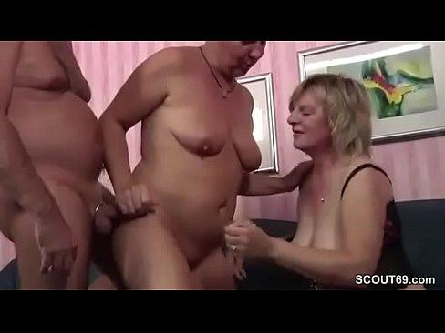 Gina Und Ihre Freundin Beim Dreier Sex