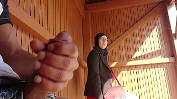 young boy shocks this muslim girl who was waiting for her bus with his big cock, OMG !!! someone surprised them; he might have problems and run away ... 6分钟