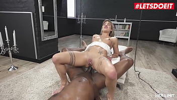 Streaming Video HERLIMIT - (Silvia Dellai, Mike Chapman) - BBC Destroys Her Cunt And Booty Hole - XLXX.video
