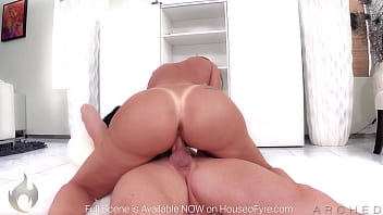 ARCHED: HUGE BOOTY Richelle Ryan gets oiled up fucked