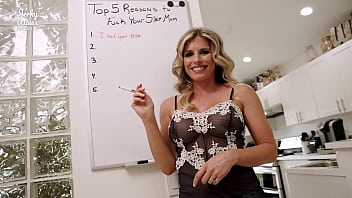 Cory Chase in 5 Reasons to Fuck Your Hot Step Mom 17分钟