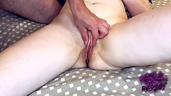 I play and caress my girlfriend's clit, bringing her to orgasm. real female orgasm! AnnyCandy Painboy