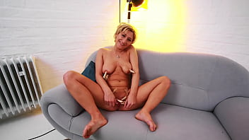 Blonde Milf Loves Clothes Pegs On Her Pussy And Nipples