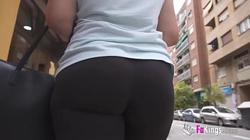Mia lhe looks for cocks to fuck in the street!