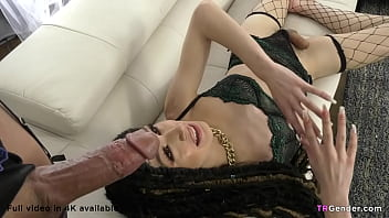 She had her dick ready the moment she walked in - Jade Venus,Sierra Vienna