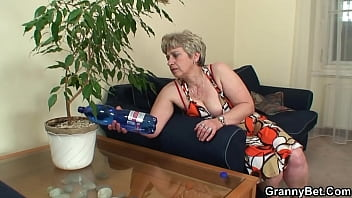 Lonely old mature pleases big-cocked stranger