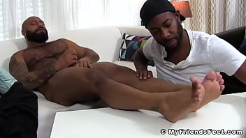 """Bearded black hunk jerks off and cums while foot worshipped <span class=""""duration"""">5 min</span>"""