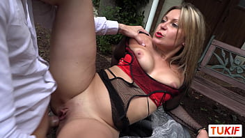 French MILF Andréa Do Anal Sex In The Garden