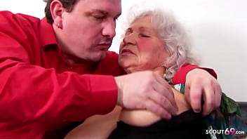 BIG TITS GERMAN GRANNY 81yr OLD SEDUCE TO FUCK BY GUARDIAN 21分钟