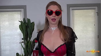 Beautiful blonde Sunny Lane Makes Herself Cum Only With Her Fingers!