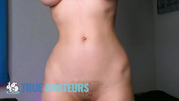 (Jessica) Shows off Her big natural teardrop tits solo wile playing with her big dildo - True Amateurs 8分钟