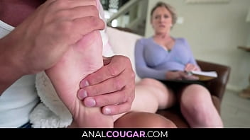 Mature Mother Dee Williams Seduced with Footjob