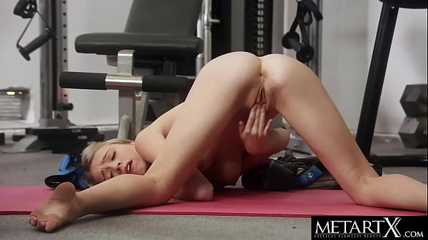Watch this cute blonde masturbating to a wild orgasm at the gym